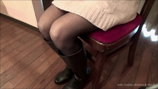 [Super Fetish: feet / legs, boots, and bedside] (in boots step on Smartphone or mobile phone) observe the leg of a woman sitting on a Chair